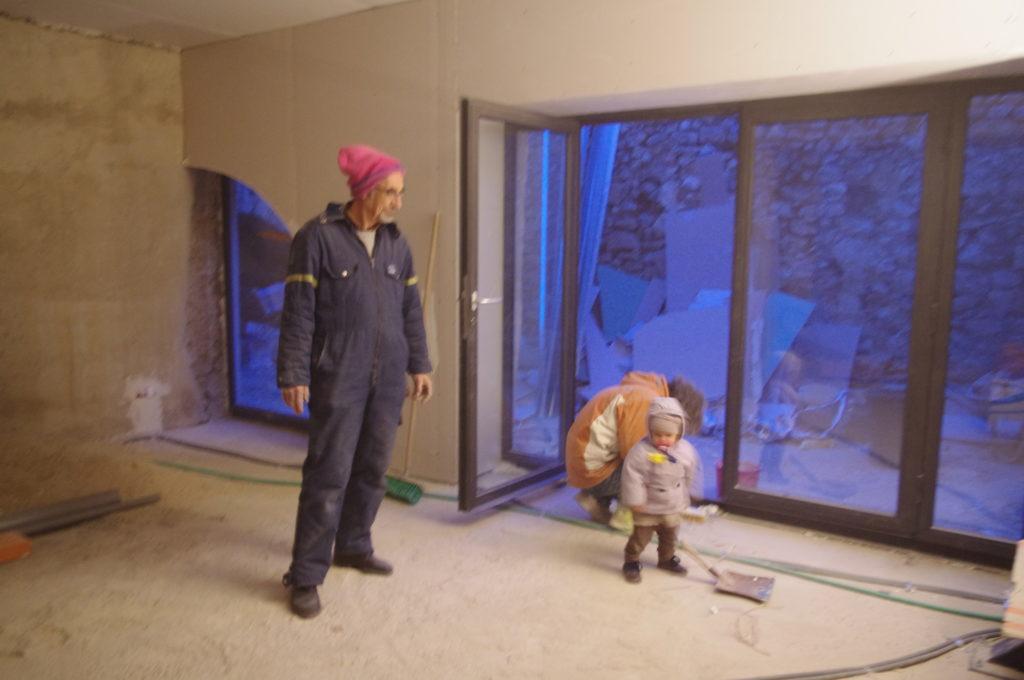 Vaucluse, chantier maison (2010-2012). Passage d'un père. Habitant