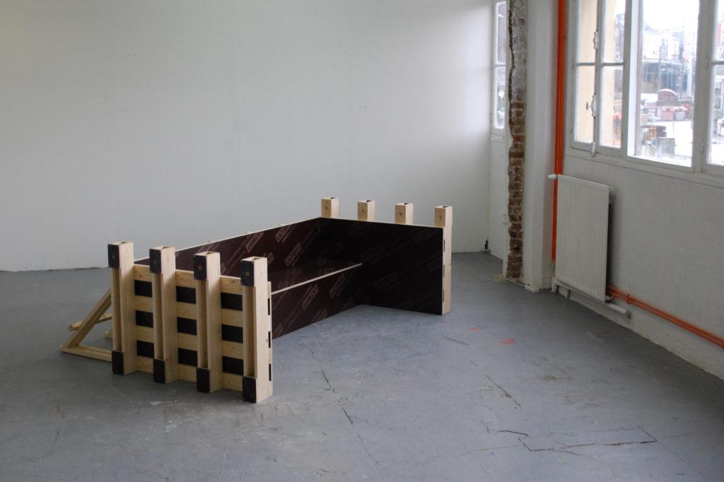 Cyril Zarcone, Coffrage pour quai de déchargement, 2015. Bois, contreplaqué filmé, 90x250x220cm